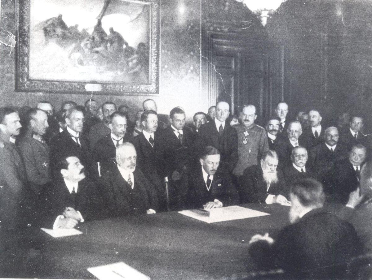 10 август: Букурещкият договор
