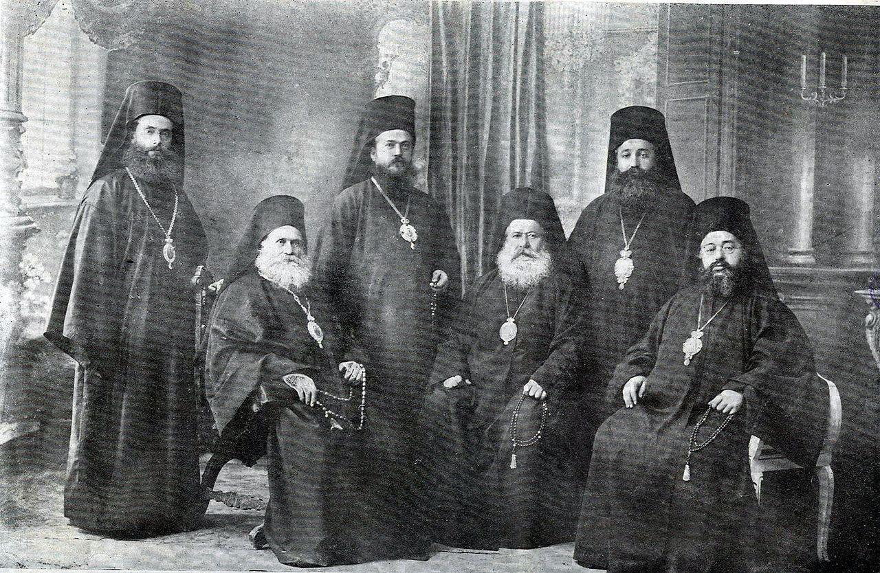Български митрополити от македония, Козма Дебърски първи седнал отляво