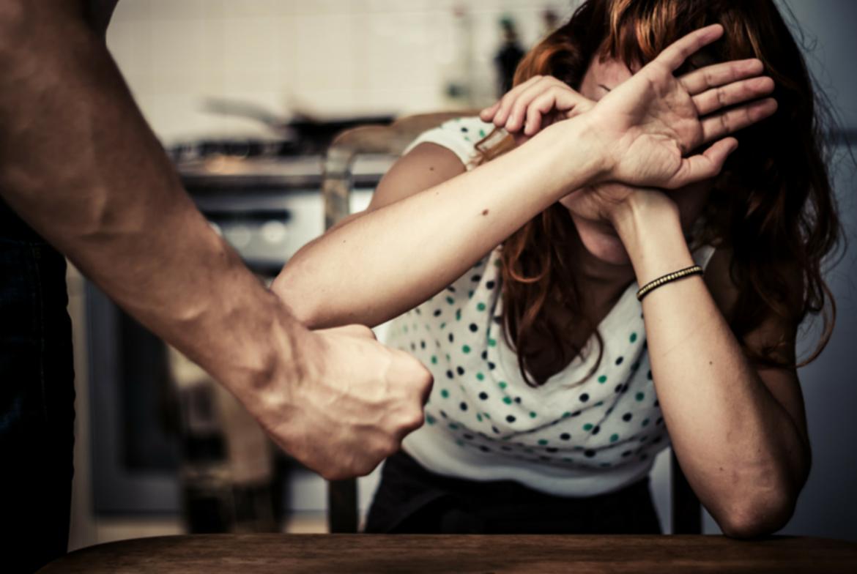 Зловещото положение на българската жена в косматите балкански лапи на българина