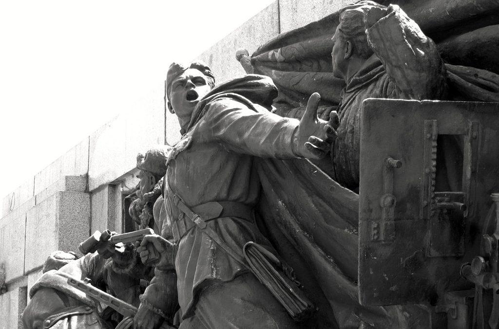 Паметникът на съветската армия в София, историческото минало и съвременният българин-роб