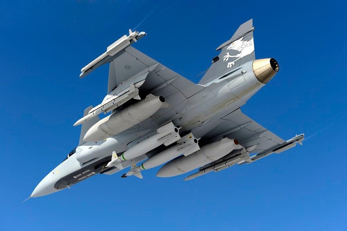 Грипен срещу F-16