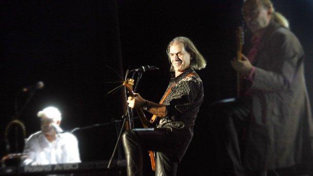 25 април: Петър Гюзелев