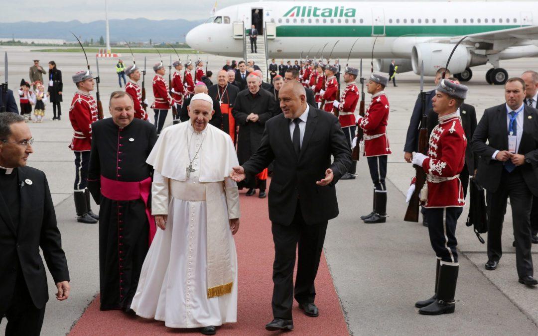 По-католици от папата