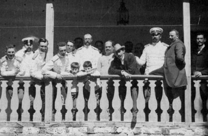 Проф. Иван Шишманов с цар Борис ІІІ и принц Кирил като деца