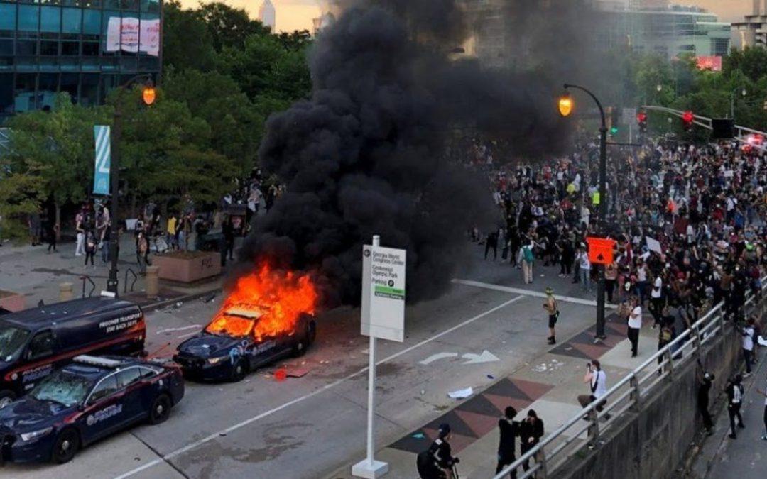 Икономически или расови са бунтовете в САЩ?