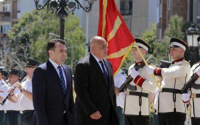 Джобът гледа към София, сърцето – към Белград